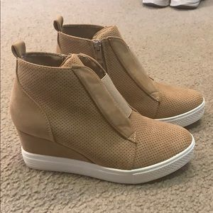 Ccocci tan wedge sneakers!
